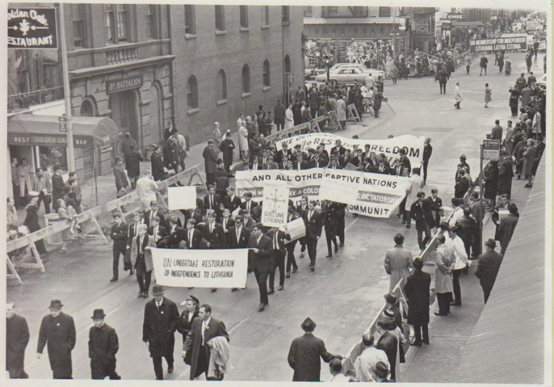 Demonstracija už Lietuvos nepriklausomybę. Niujorkas. L. Andriekus – trečias iš kairės