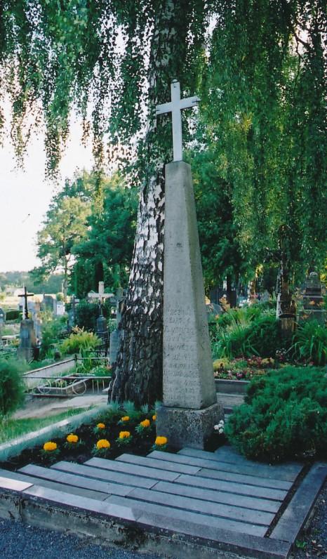 Dionizo Poškos kapas Kaltinėnų (Šilalės r.) kapinėse. 2002 m.