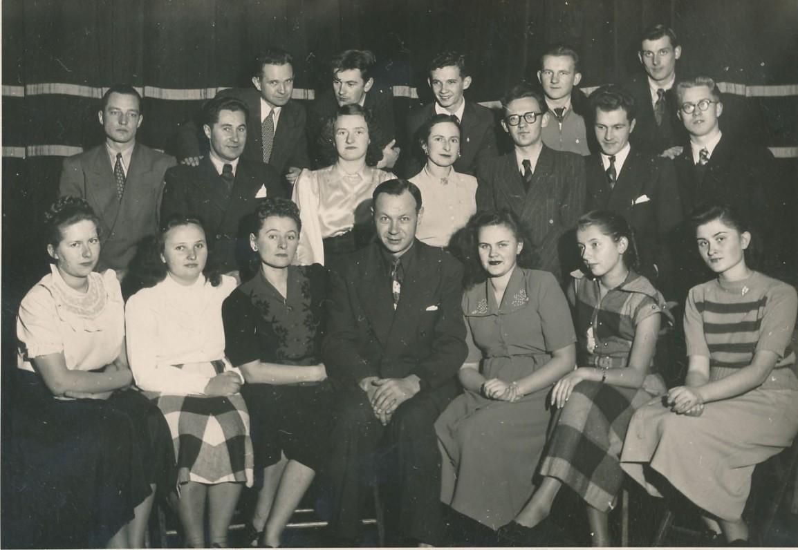 Dramos studija Brukline, Niujorke. Apie 1951 m. K. Ostrauskas – paskutinėje eilėje antras iš kairės
