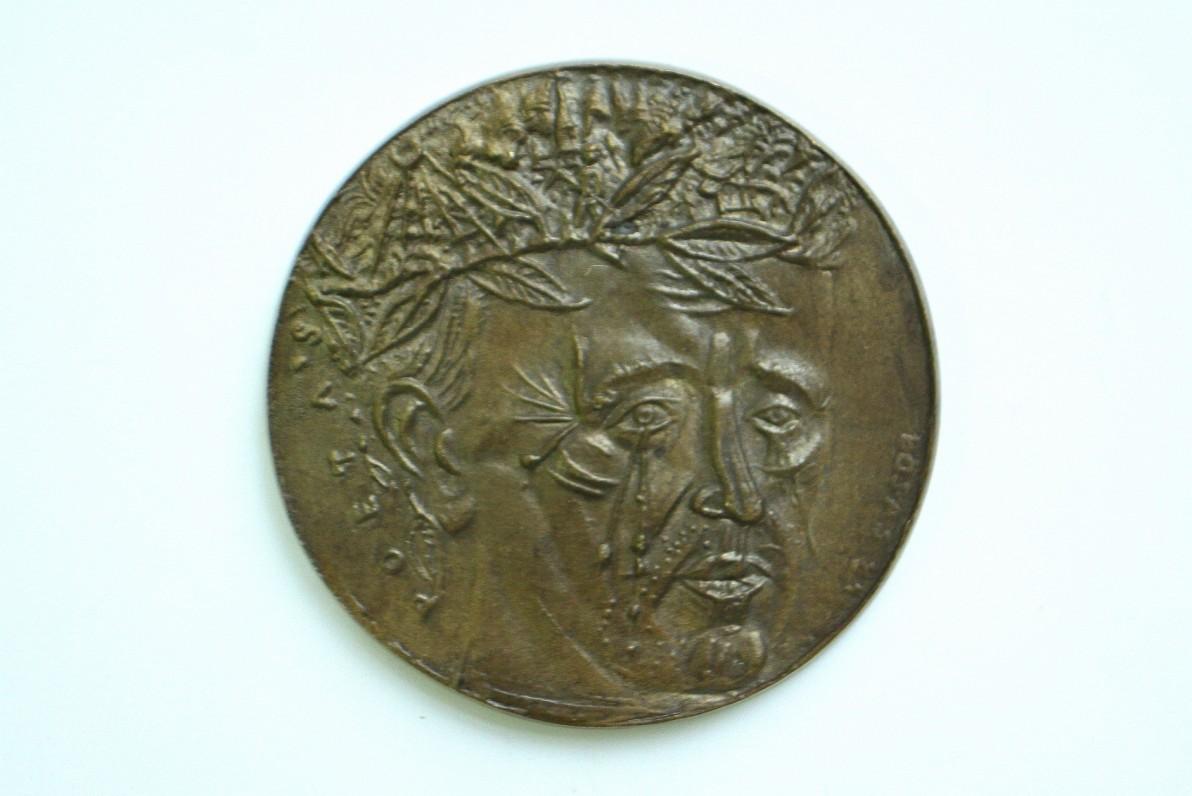 """Dvipusis medalis """"Poetas A. Vienažindys"""". Skulptorius Algirdas Bosas. 1983 m. Aversas"""
