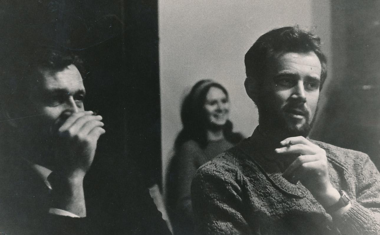 E. Ignatavičius (dešinėje) su Alfonsu Maldoniu Rašytojų klube Vilniuje. 1989 m.