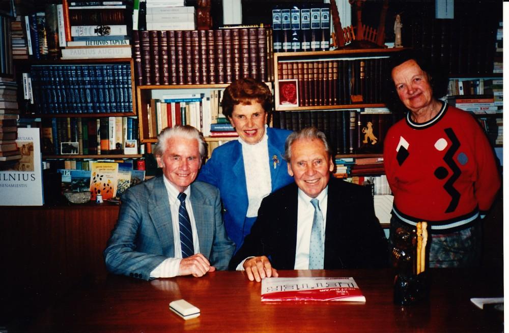 Elena ir Edmundas Arbai su Aleksandra ir Juozu Kazickais. Santa Monika, 1988 m. sausio 30 d.