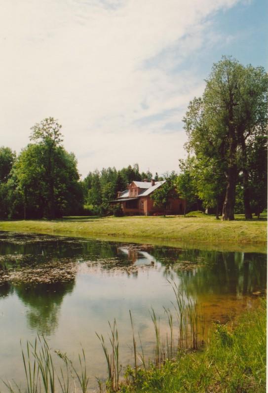 G. Petkevičaitės tėviškė – Puziniškio dvaras (Panevėžio r.). 2001 m. Z. Baltrušio nuotrauka
