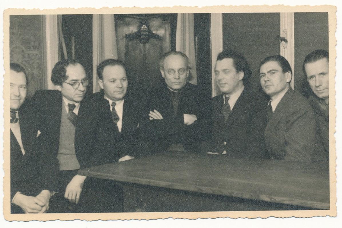 Grupė lietuvių rašytojų Ravensburge. 1948 m. B. Babrauskas, B. Brazdžionis, J. Jankus, F. Kirša, A. Gustaitis, B. Auginas, V. Braziulis