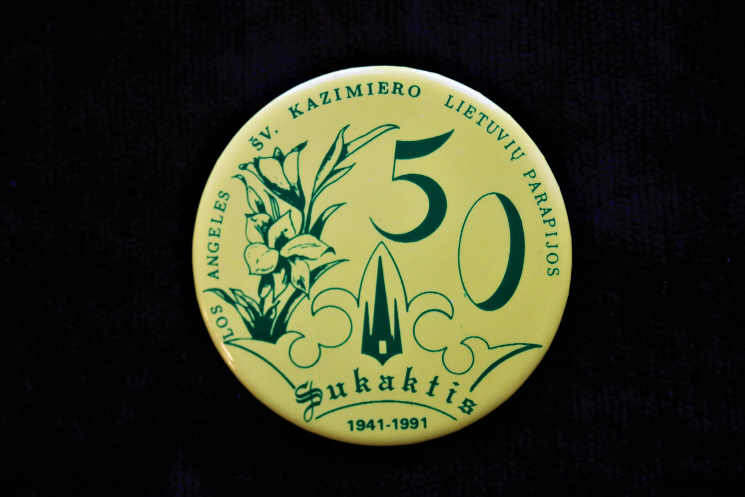 Šv. Kazimiero lietuvių parapijos 50 metų sukakties ženklelis. Los Angeles