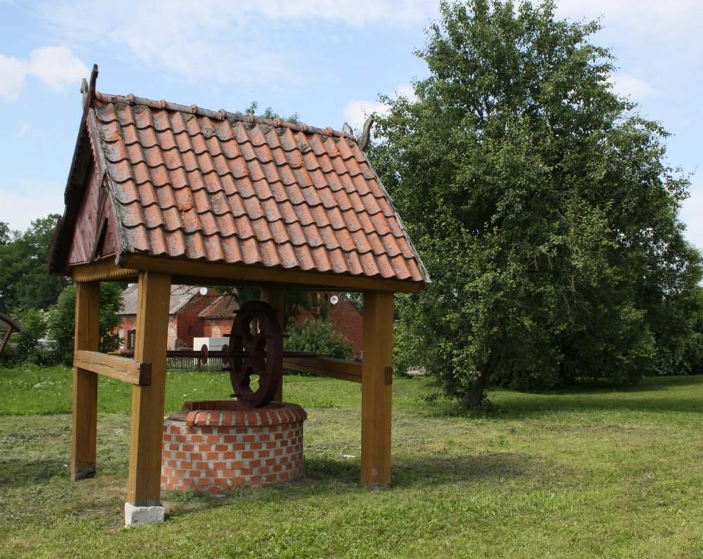 Išlikęs Tolminkiemio šulinys, išmūrytas didelio formato raudonomis plytomis dar XVIII amžiuje. 1988 m. pastatyta antžeminė jo dalis