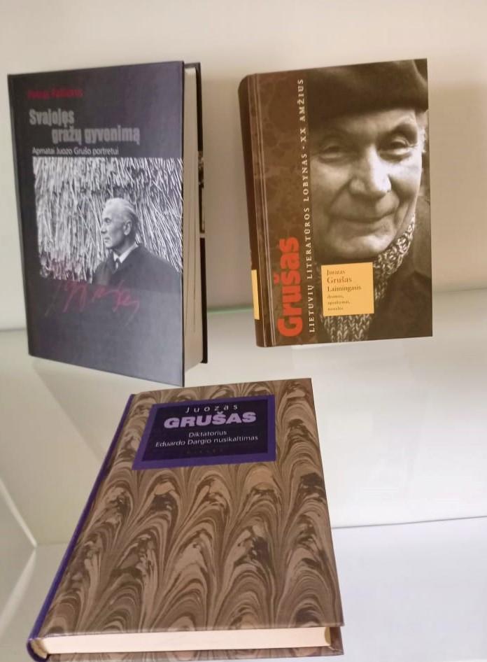 J. Grušo jubiliejiniais metais, 2001 m. ir 2011 m., išleistos knygos