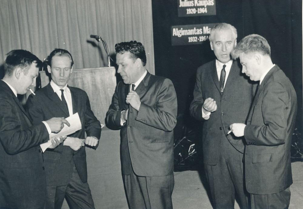 J. Kaupo ir A. Mackaus minėjimas Niujorke. 1965 m. Viduryje – H. Nagys, pirmas iš dešinės – K. Ostrauskas