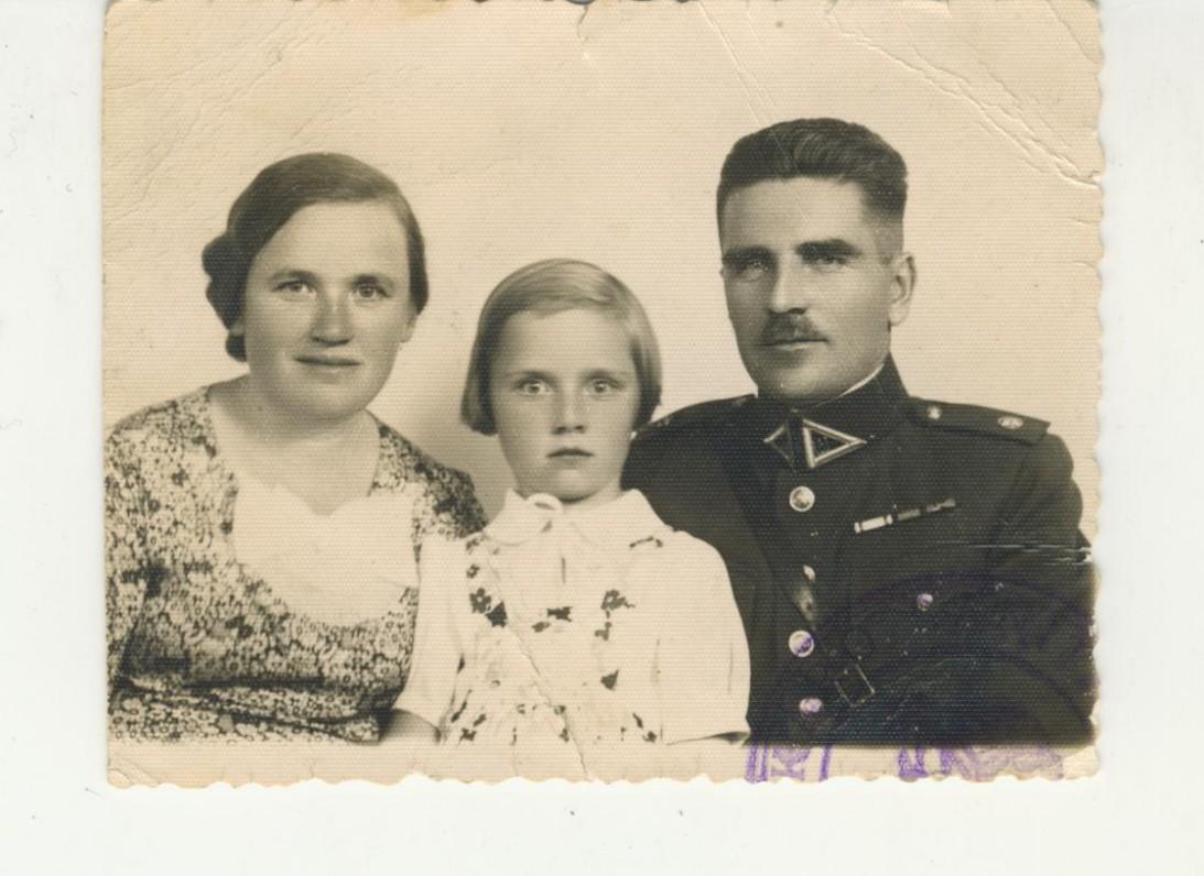 J. Savickio sesuo Marytė su vyru Jonu Kriščiūnu ir dukra Zofija. 1937 m. M. Smečechausko nuotrauka