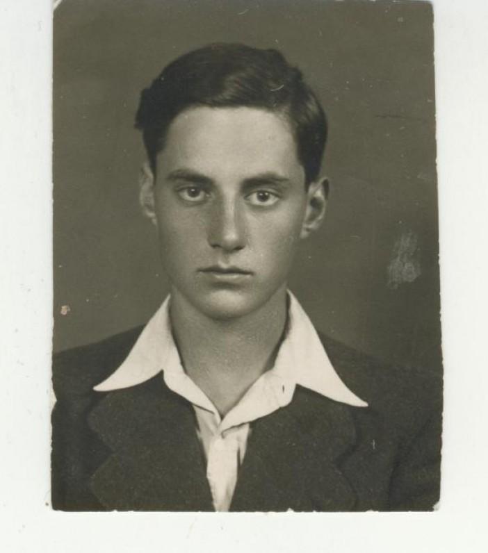 J. Savickio sūnus dailininkas Augustinas Savickas. 1937 m.