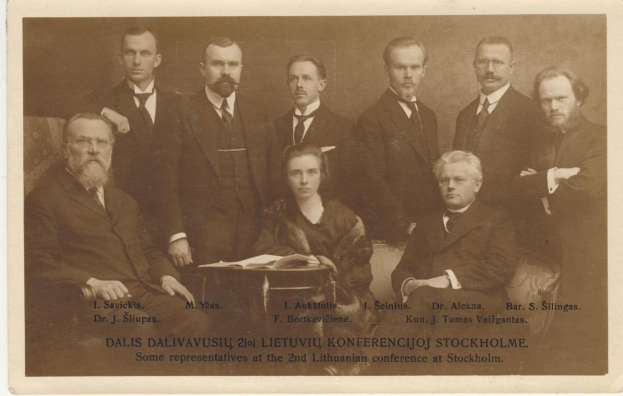 J. Savickis (stovi pirmas iš kairės) konferencijoje Stokholme, 1917 m.