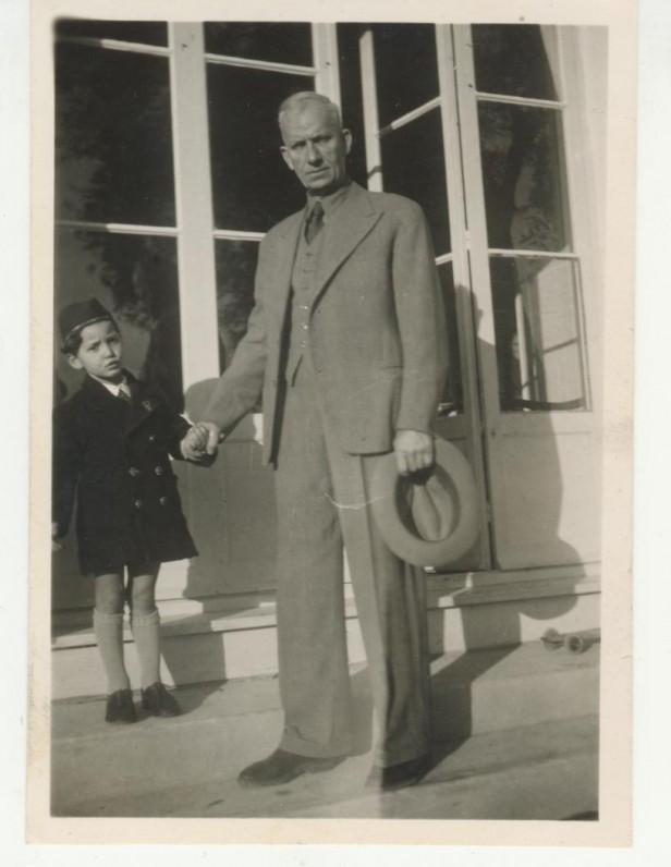 J. Savickis su įsūniu Serge. Prancūzija, 1946 m.
