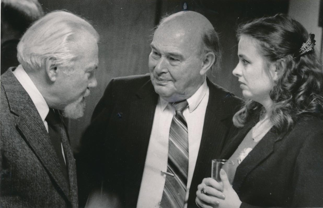 K. Bradūnas, P. Jurkus, E. Nazaraitė. Apie 1990 m. V. Maželio nuotrauka