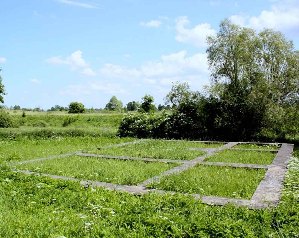 K. Donelaičio ir jo žmonos Anos Reginos 1764 m. pastatyto Tolminkiemio našlių namo pamatai, užkonservuoti 1997 m.