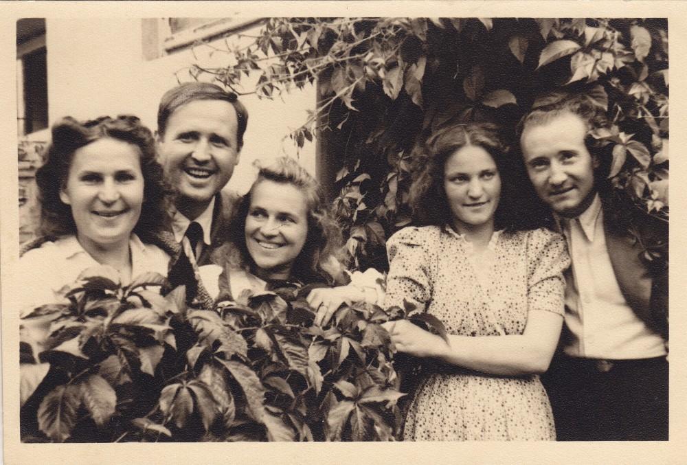 K. Kymantaitė, J. Kanopka, A. Liobytė, J. Čeičytė ir V. Jurkūnas. Vilnius, apie 1948–1949 m.