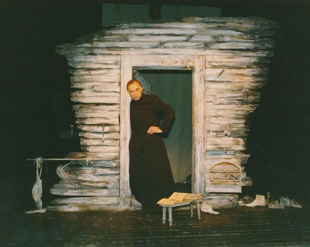 """K. Ostrausko drama """"Vaižgantas"""". Vilnius, 1995 m. Aktorius Ferdinandas Jakštys"""