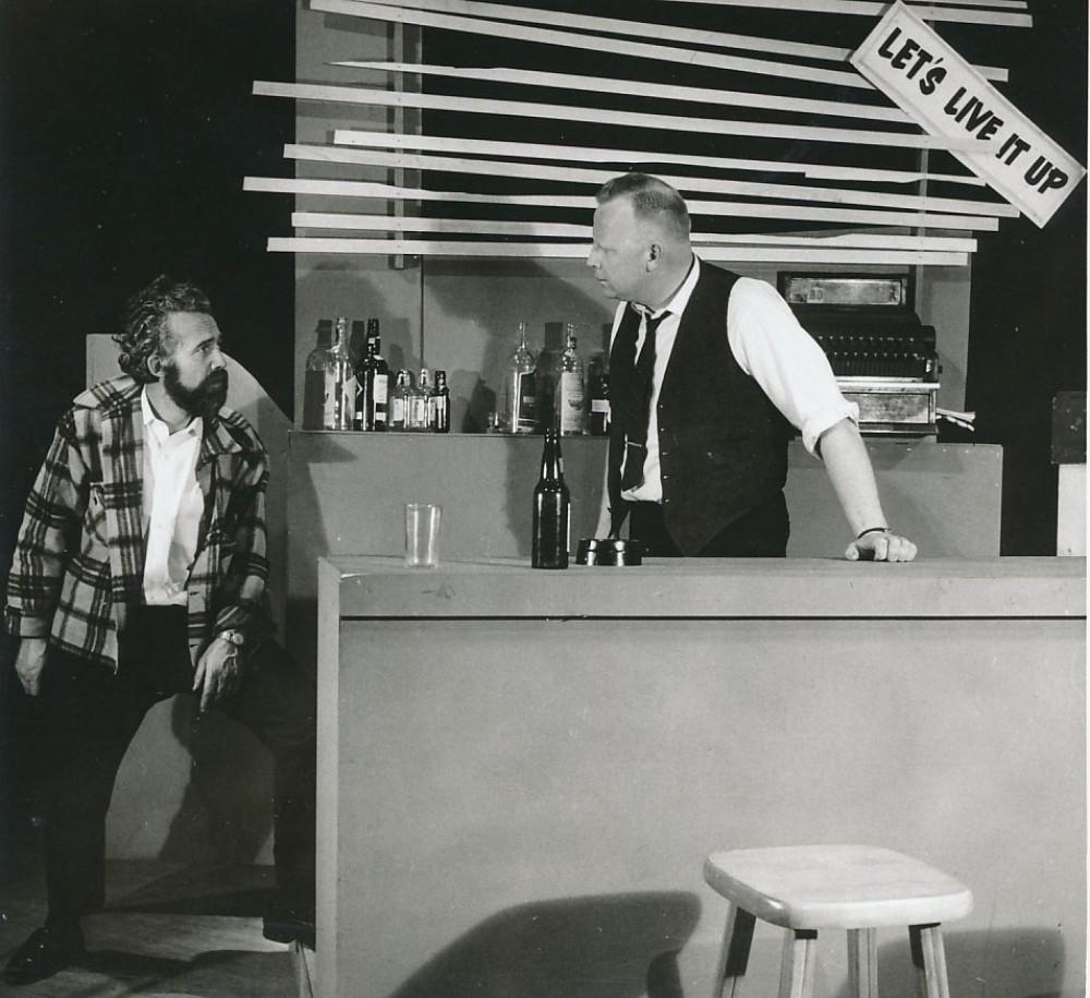 """K. Ostrausko drama """"Žaliojoj lankelėj"""". Čikaga, 1963 m. Vaidina J. Kelečius ir V. Juodka"""