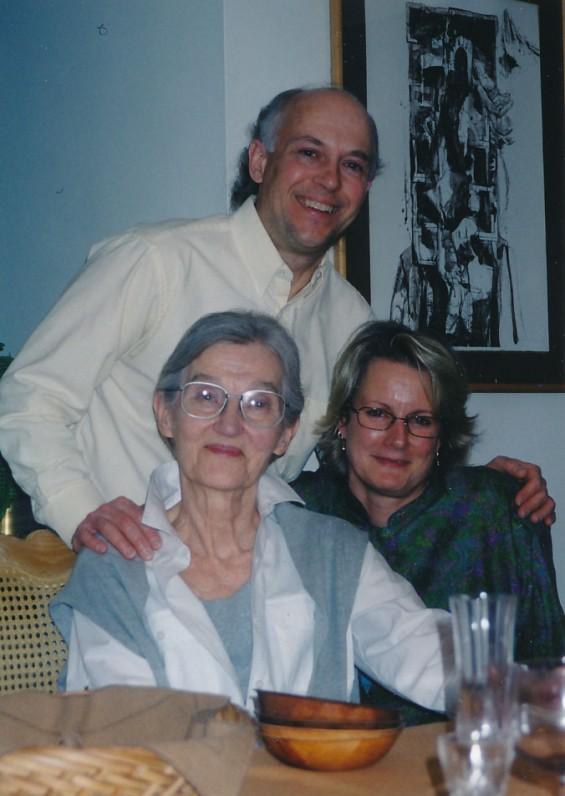 K. Ostrausko žmona Danutė, sūnus Darius ir marti Gina. Filadelfija, 2001 m.