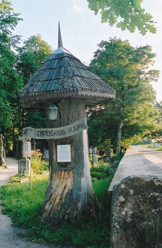 Kaltinėnai (Šilalės r.). Rodyklė prie kapinių, kuriose palaidotas D. Poška. 2002 m.