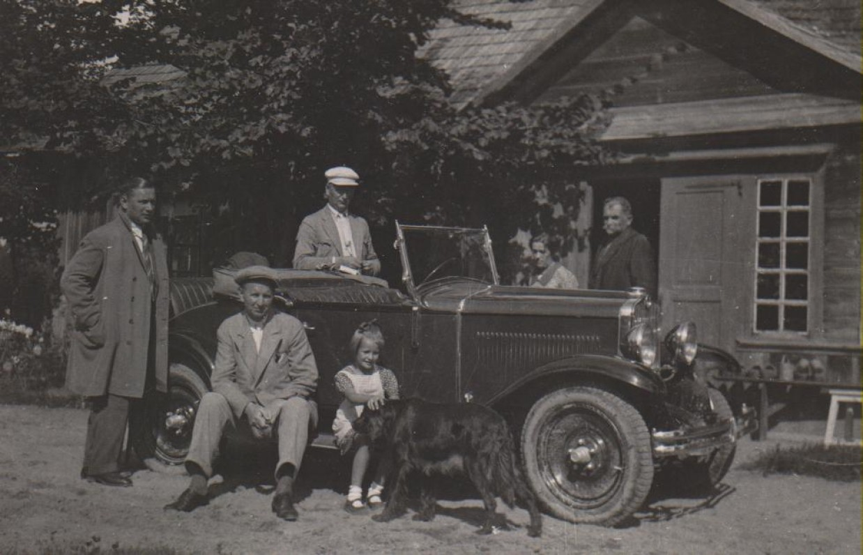 Kazimieras, Juozas, Balys Sruogos, Dalia Sruogaitė, Klementina Kopystinskaitė, Kazimieras Daugirdas. Būgiai, 1932 m.