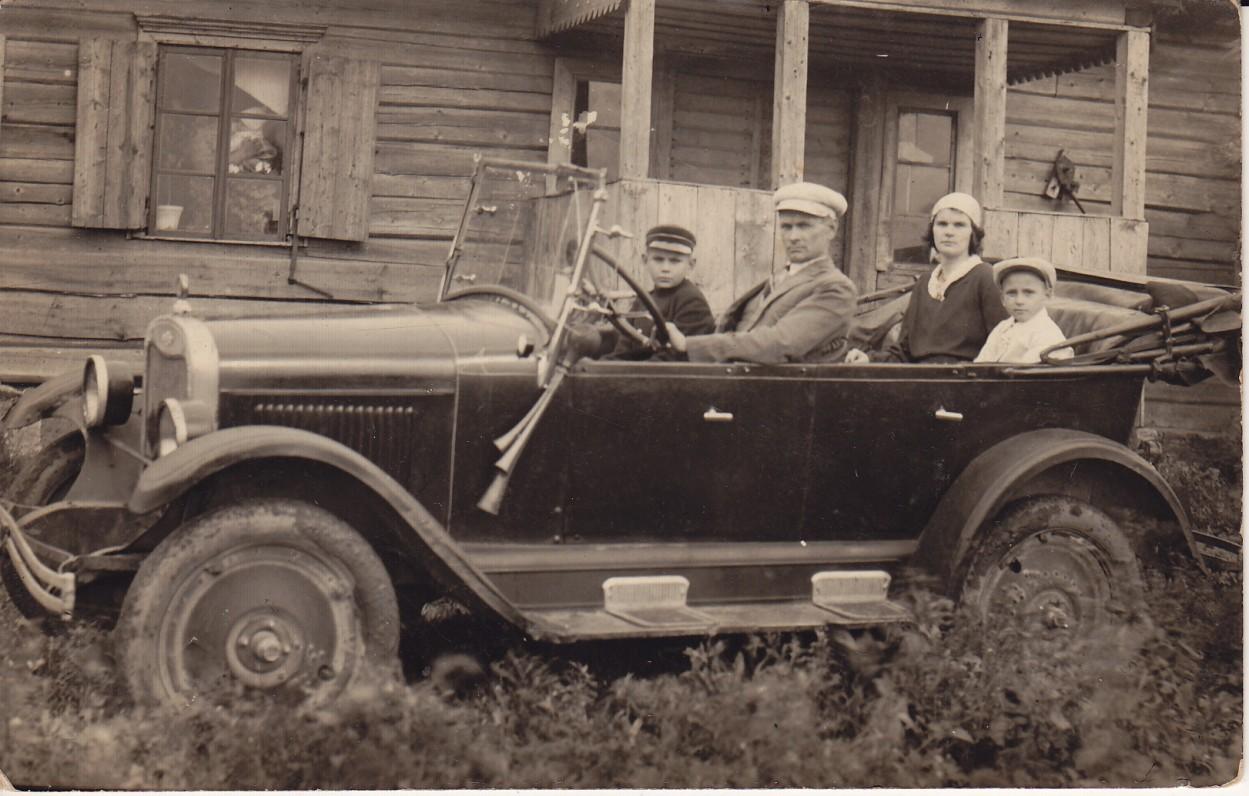 Kazys ir Veronika Baltrūnai su sūnumis Mykolu bei Aleksu. 1931 09 14