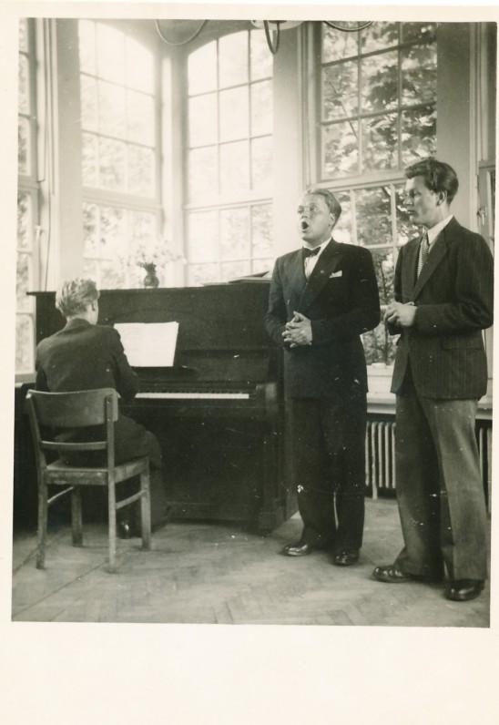 Kostas Ostrauskas – pirmas iš dešinės. Pinnebergas, 1948 m.