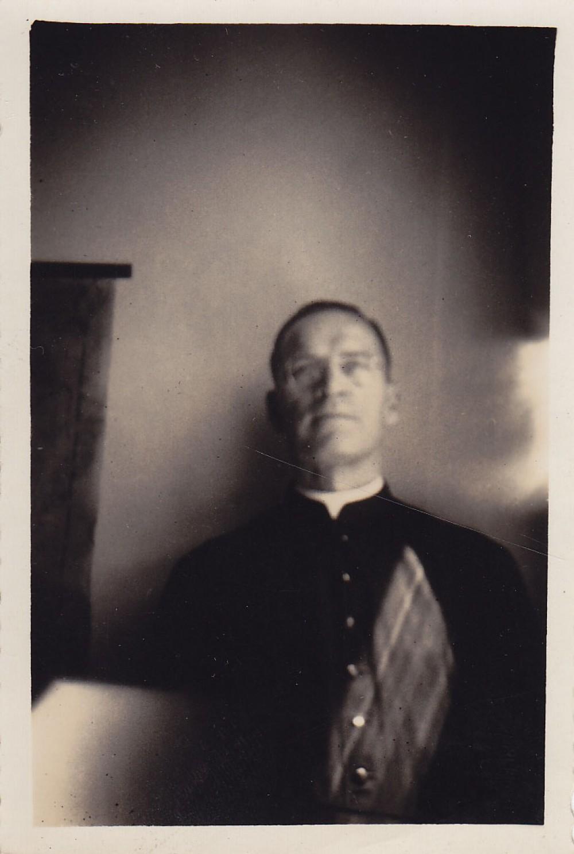 Kunigo portretas. Brazilija, apie 1946–1950 m.