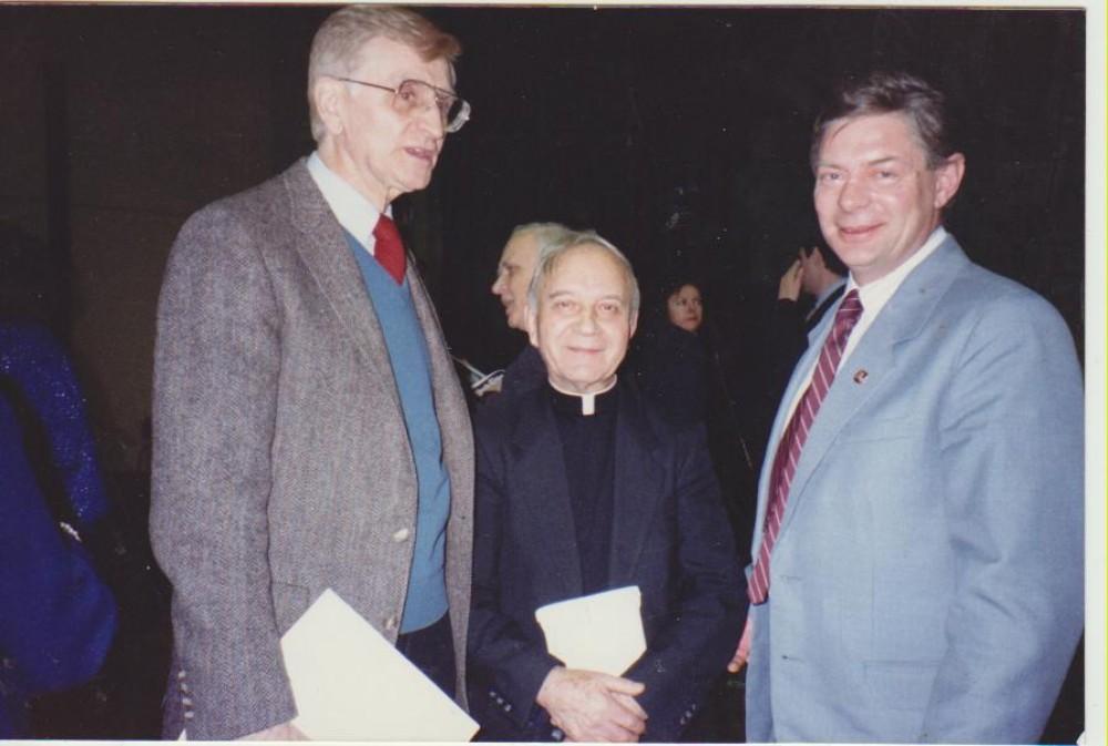 L. Andriekus (centre) su A. Landsbergiu (kairėje)