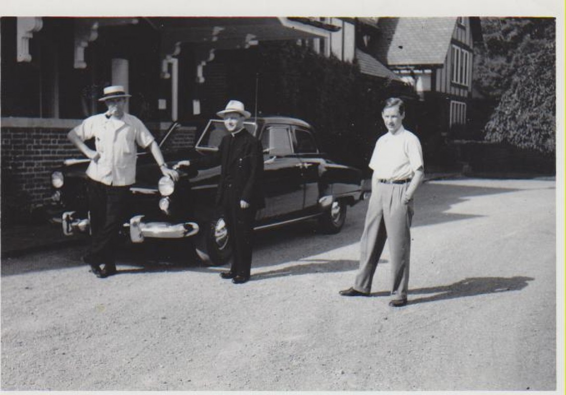 L. Andriekus (centre) su Alfonsu Nyka-Niliūnu (kairėje)