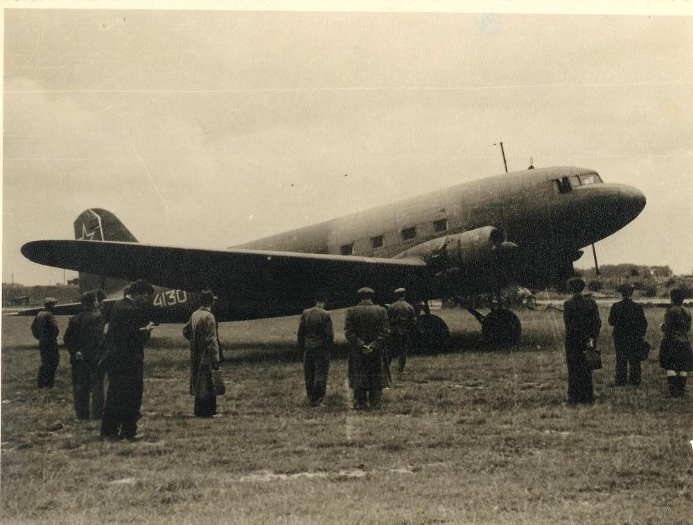 Lėktuvas, kuriuo buvo išskraidinta į Maskvą. Kauno oro uostas. 1945 m.