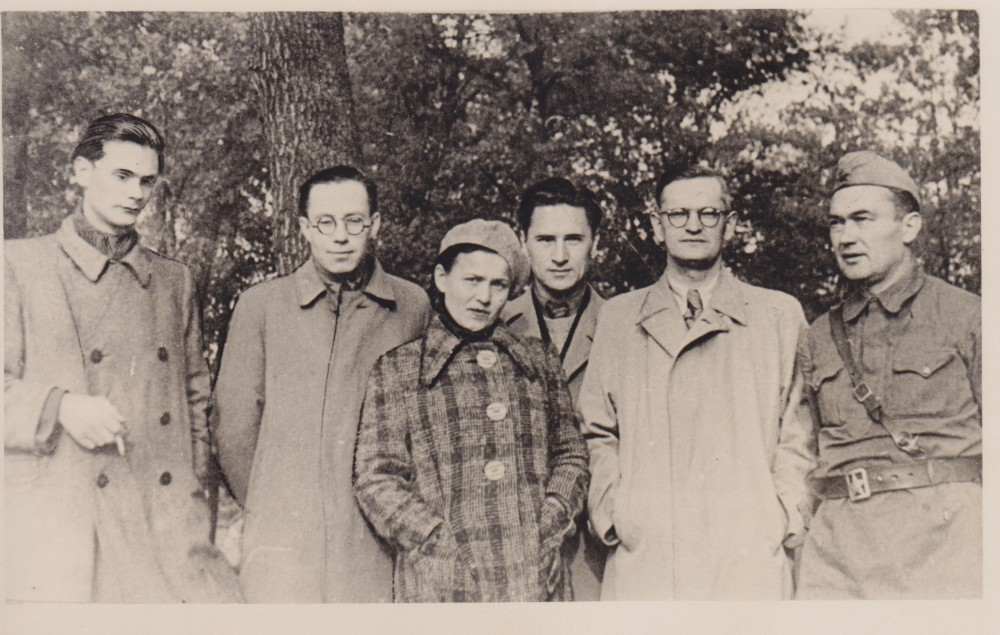 Lietuvių rašytojai. Jasnaja Poliana. 1942 m. rugsėjo 21 d. E. Mieželaitis, K. Korsakas, S. Bučienė, J. Šimkus, A. Venclova, J. Marcinkevičius