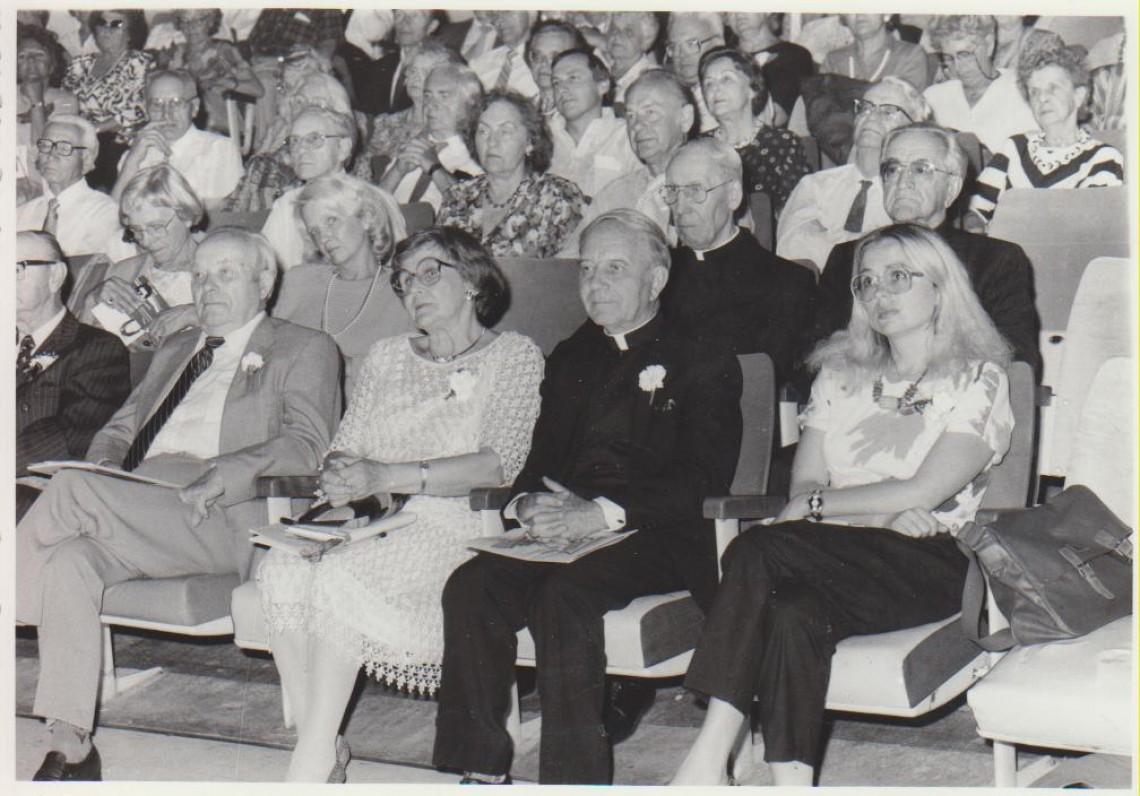 Literatūros vakaro metu Toronte, 1988. Iš dešinės – E. Nazaraitė, L. Andriekus, J. Švabaitė-Gylienė, J. Jankus