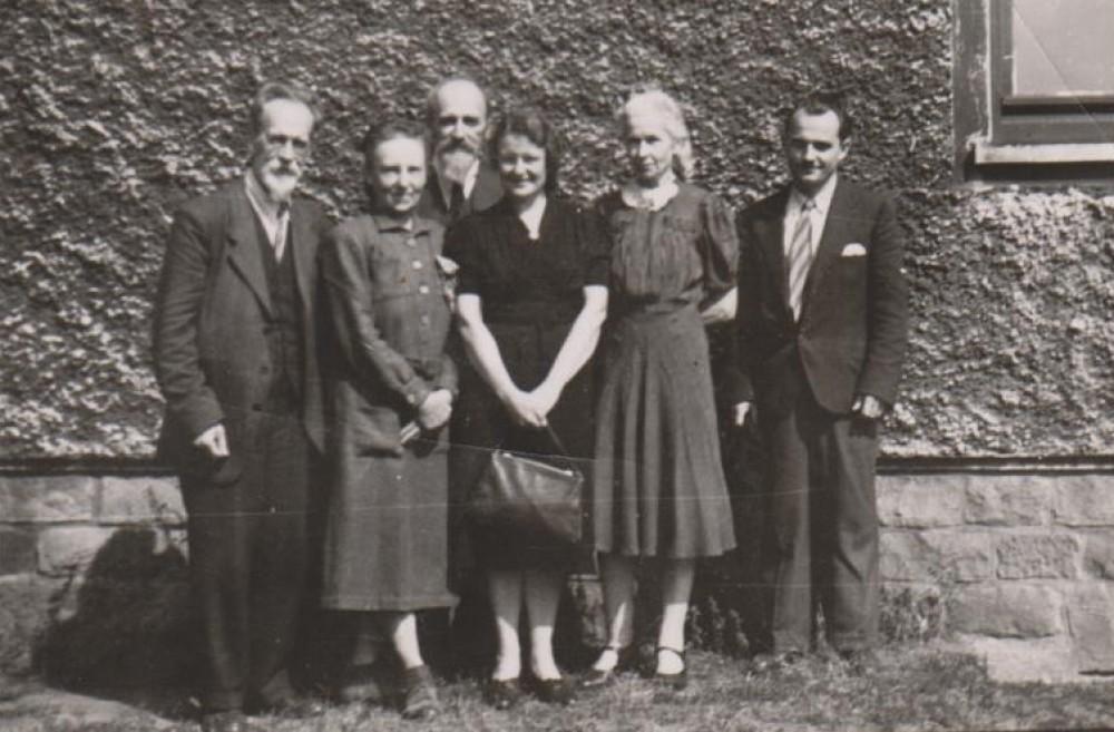 M. Biržiška, B. Biržiškienė, Vaclovas Biržiška, V. Sruogienė, O. Krikščiūnienė, M. Mackevičius. Pinebergas. 1946 m.