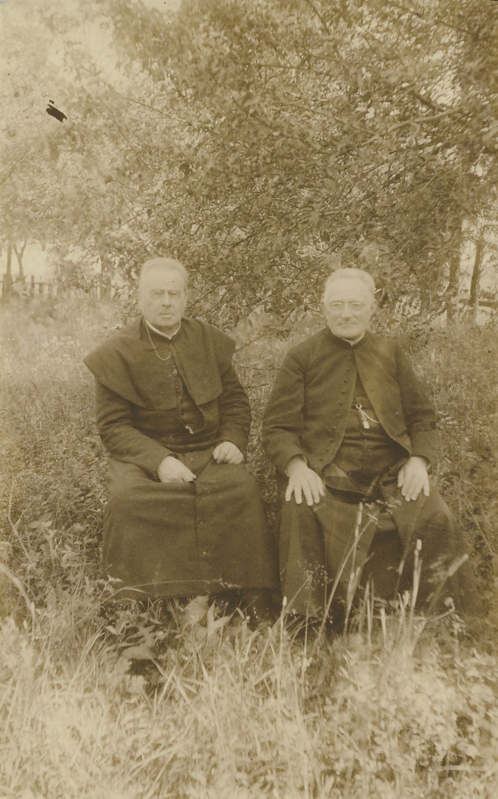 Maironis su bičiuliu kunigu Antanu Jančiausku | Maironis with his friend priest Antanas Jančiauskas