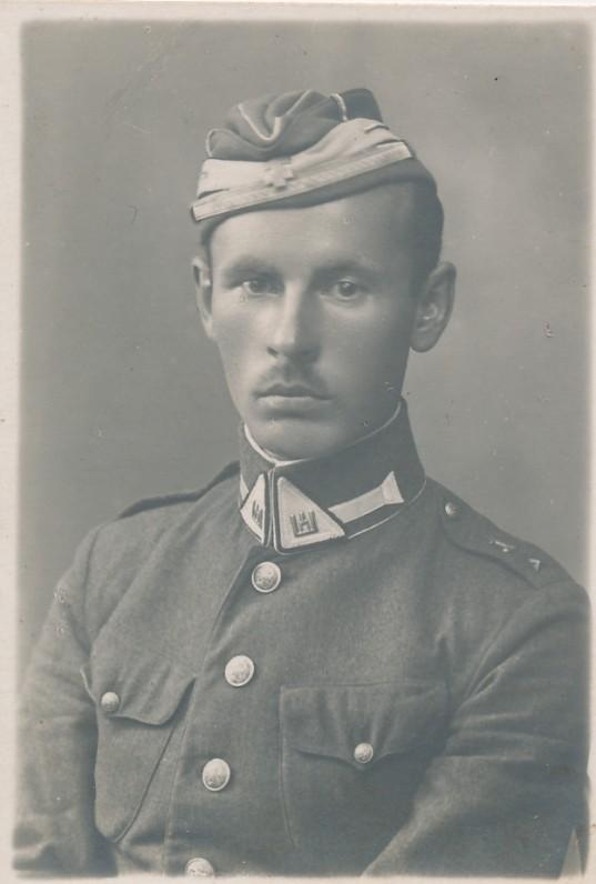 Mokomojo eskadrono vyresnysis karininkas J. Žlabys-Žengė. Apie 1925 m.