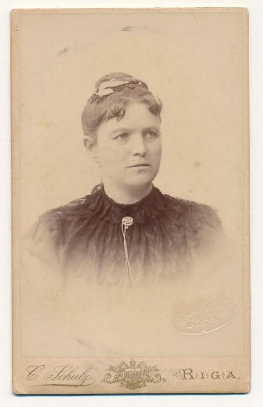 Motina Elžbieta Jarulaitytė-Kymantienė (1858–1937). C. Šulco nuotrauka. Ryga, 1890 m.
