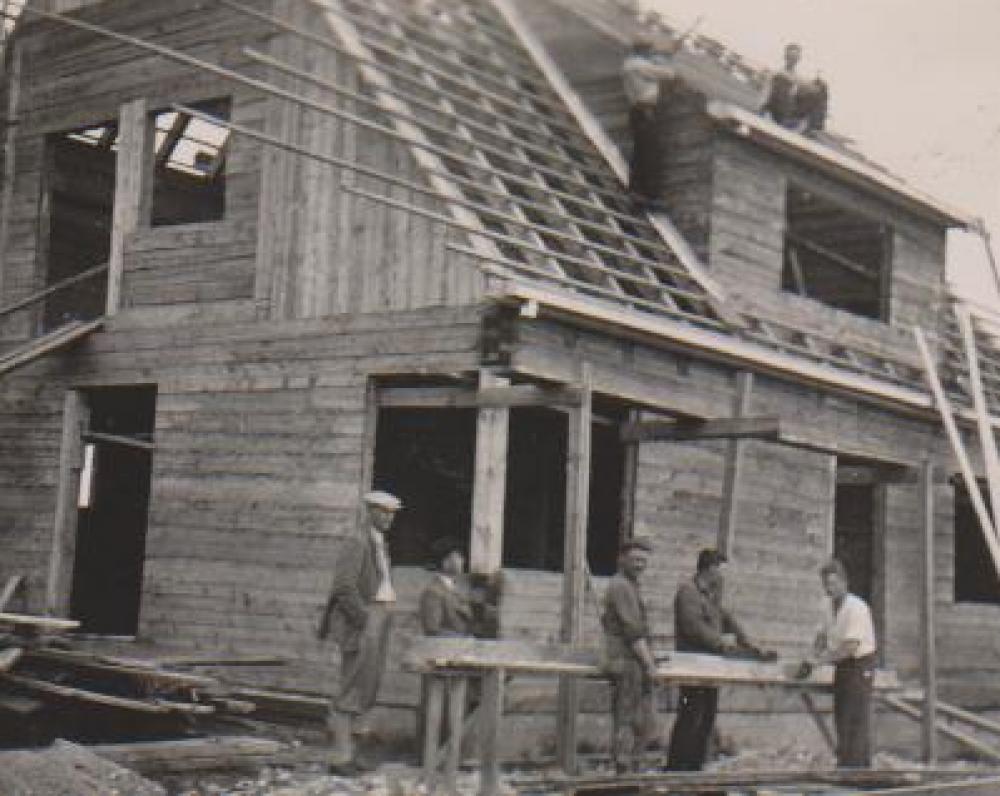 Namo statybos. Balys Sruoga su darbininkais. Kaunas. 1938 m…