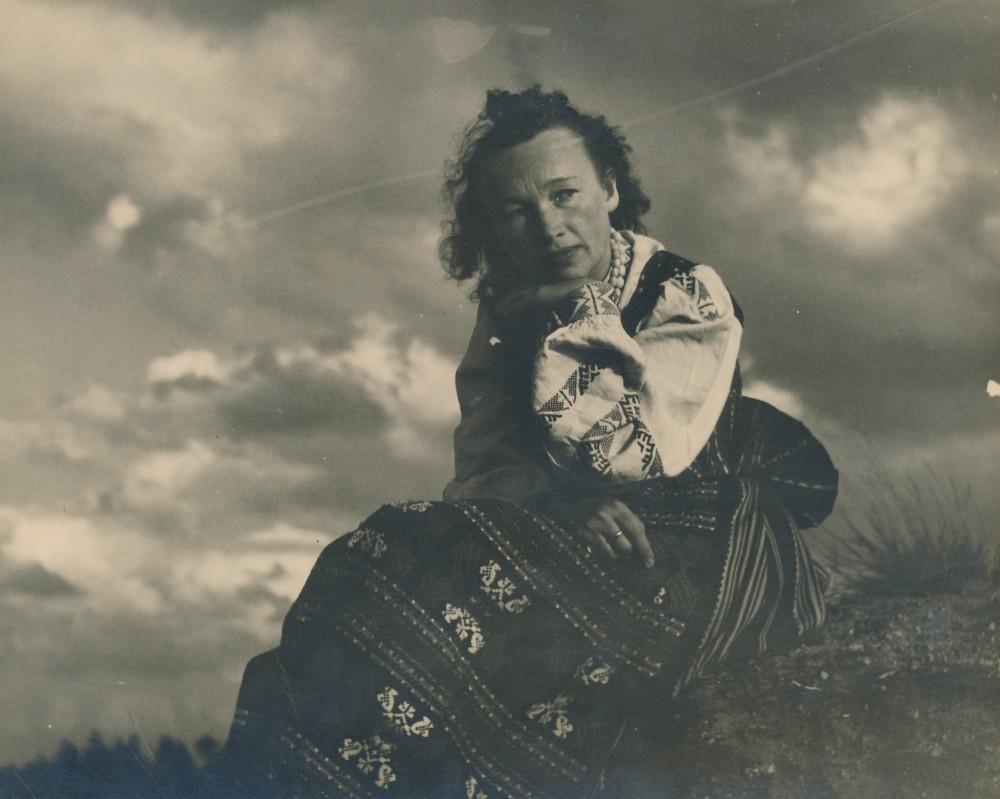 Nelė Mazalaitė-Kruminienė. Vokietija. V. Augustino fotografija. Apie 1946 m.