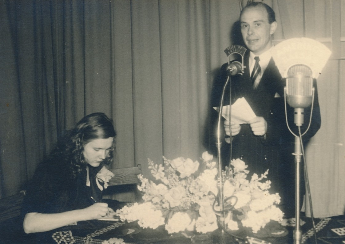 """P. Jurkus – informacinėje agentūroje """"Amerikos balsas"""". Niujorkas, apie 1953 m."""