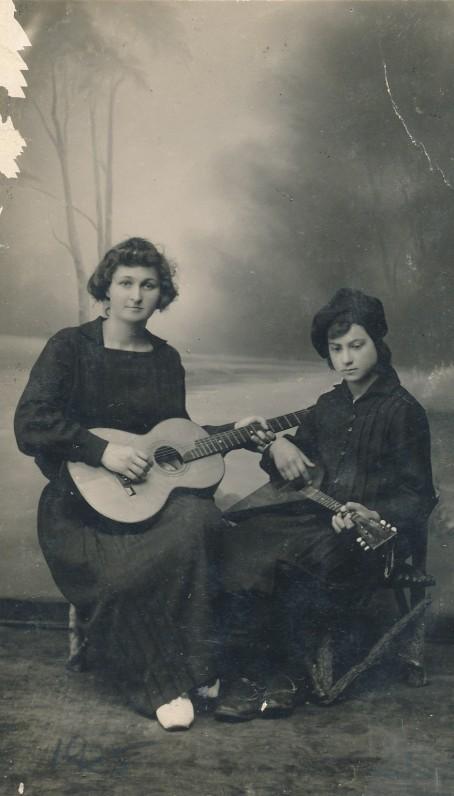 P. Orintaitė su mokine. Vilkaviškis, 1925 m.