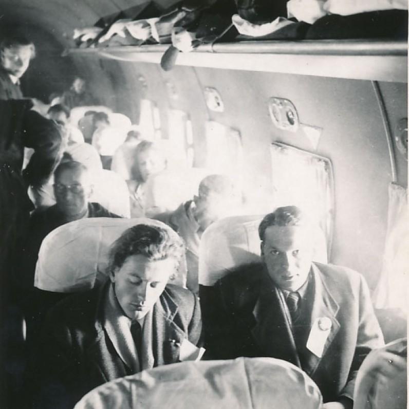 Pakeliui į JAV. 1949 m. birželis. Pirmas iš kairės sėdi K. Ostrauskas