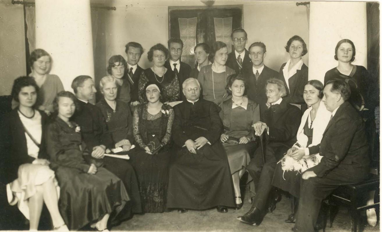 Pirmojo moterų rašytojų literatūros vakaro dalyvės ir svečiai. 1930 m.
