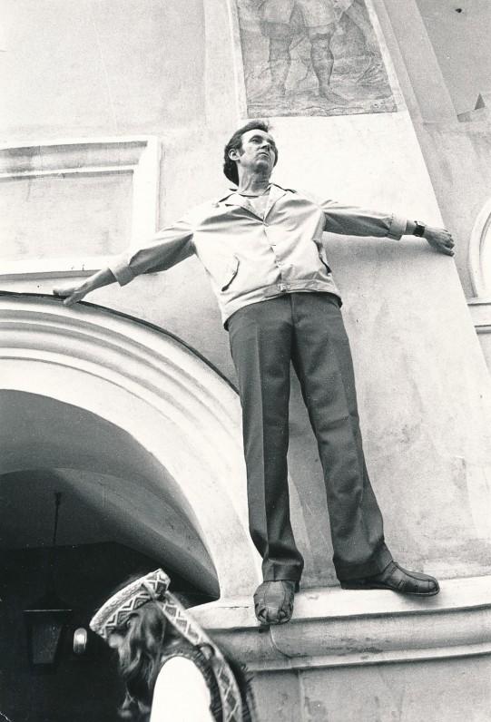 Prie Vilniaus universiteto 1981 m. gegužės 22 d. A. Žižiūno nuotrauka
