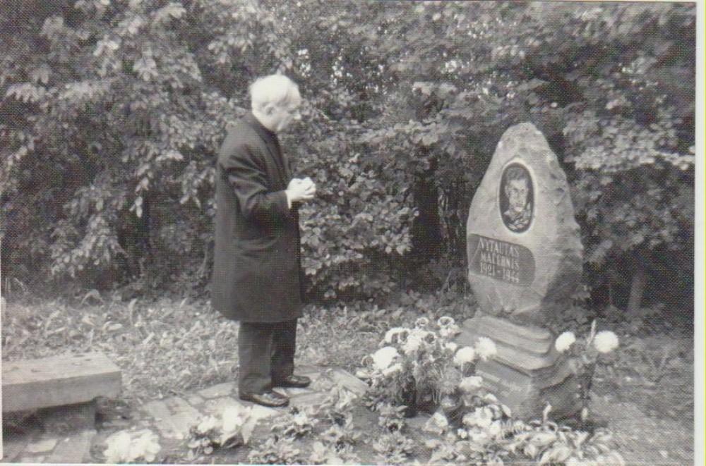 Prie Vytauto Mačernio kapo. Šarnelė, 1989 m.