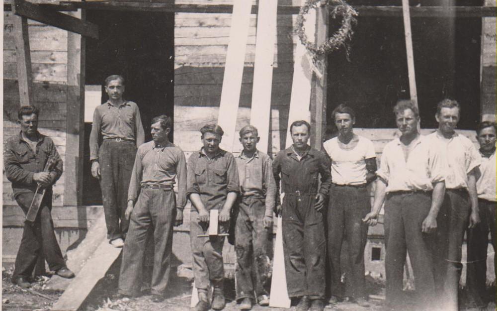 Prie statomo namo. Kaunas. 1938 m. vasara