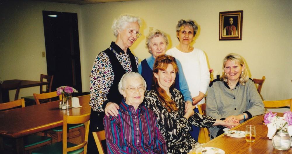 Putnamas, 2005 m. D. Lipčiūtė-Augienė sėdi iš kairės pirma