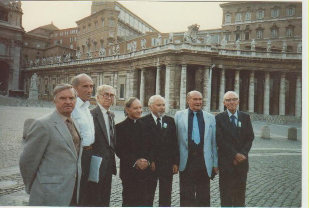 Rašytojų viešnagė Vatikane. 1987 m. A. Markelis, Č. Grincevičius, Bern. Brazdžionis, L. Andriekus, K. Bradūnas, P. Jurkus, A. Tyruolis
