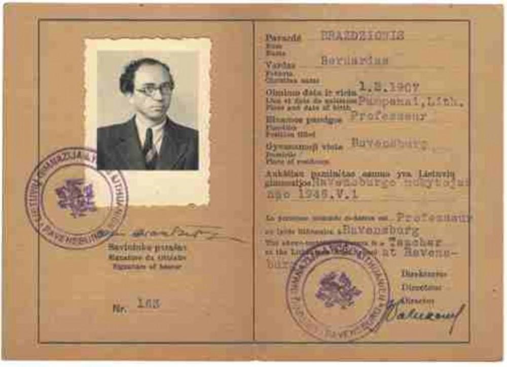 Ravensburgo lietuvių gimnazijos mokytojo B. Brazdžionio darbo pažymėjimas