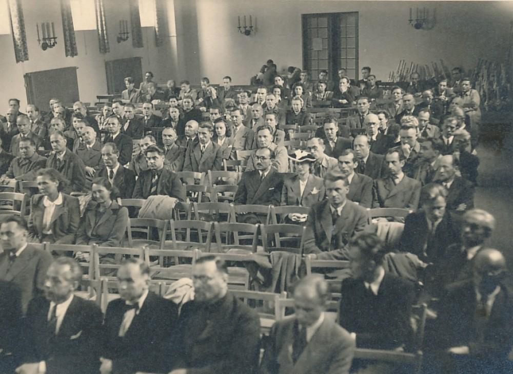 Renginio metu. P. Orintaitė – trečioje eilėje antra iš kairės. Vokietija, apie 1948 m.