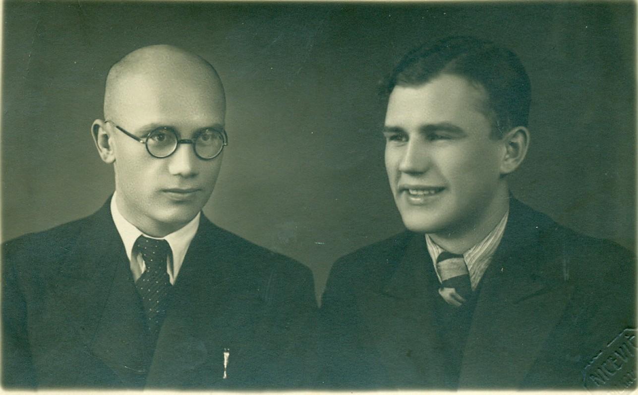 Režisierius, aktorius Aleksandras Jakševičius ir V. Miliūnas. Vilkaviškis, apie 1935 m.